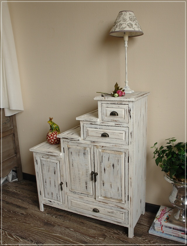 treppenkommode aus holz im shabby chic kommode schrank. Black Bedroom Furniture Sets. Home Design Ideas