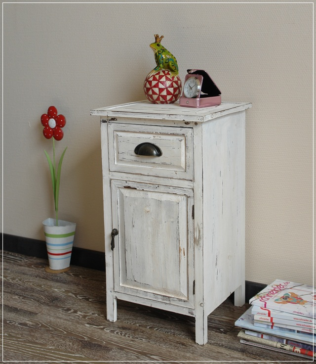 kleiner schrank in wei grau used look nachttisch landhaus shabby ebay. Black Bedroom Furniture Sets. Home Design Ideas