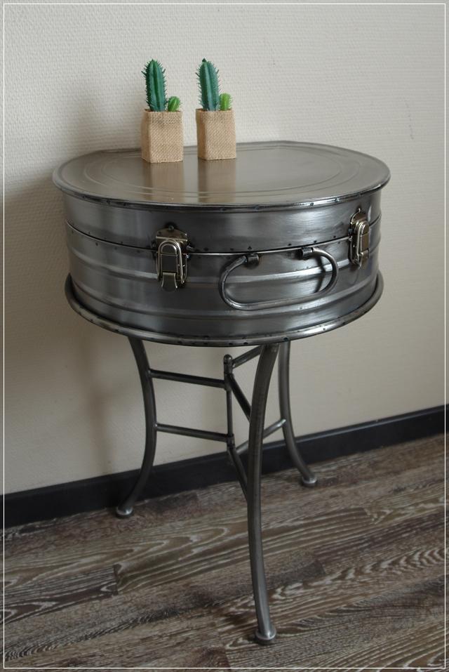 Beistelltisch koffer metall grau spannverschluss vintage for Tisch koffer design